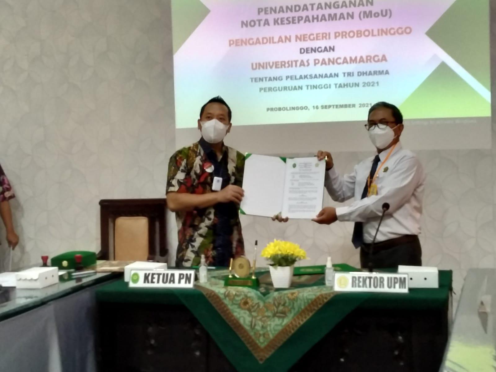 Penandatangan MoU antara UPM Probolinggo dengan Pengadilan Negeri Probolinggo